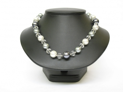 PEARL AND CRYSTAL NECKLACE 18