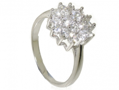 STERLING SILVER LARGE CLUSTER RING.