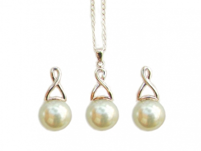925 PEARL PENDANT AND E/RS SET.