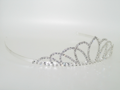 DIAMANTE CRYSTAL TIARA.