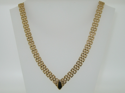 POLISHED V NECKLACE.