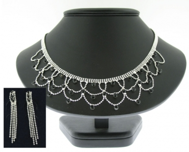 CRYSTAL NECKLACE AND EARRING SET